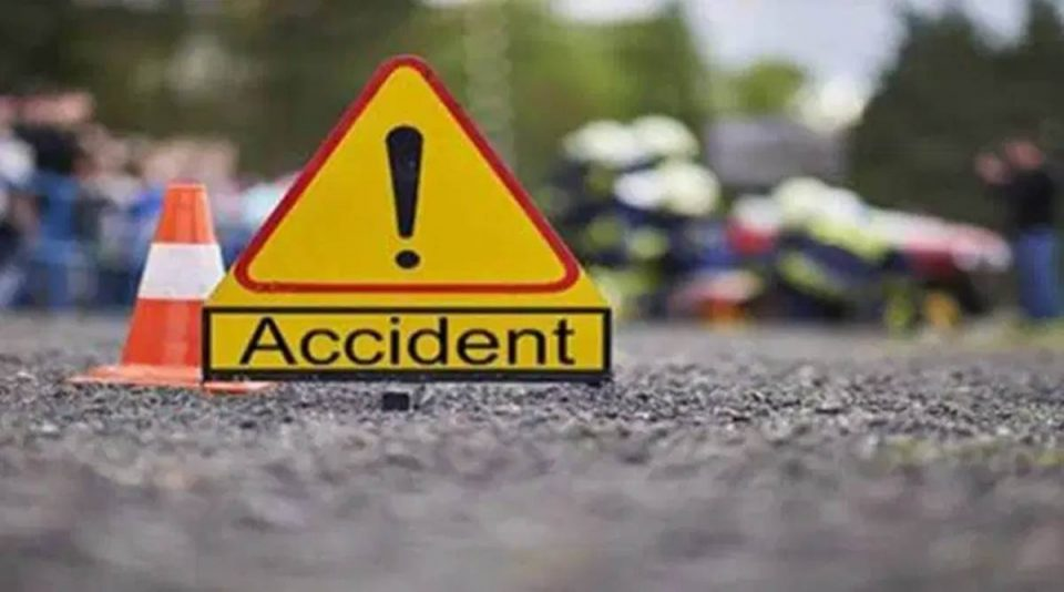 One killed after hitting car divider